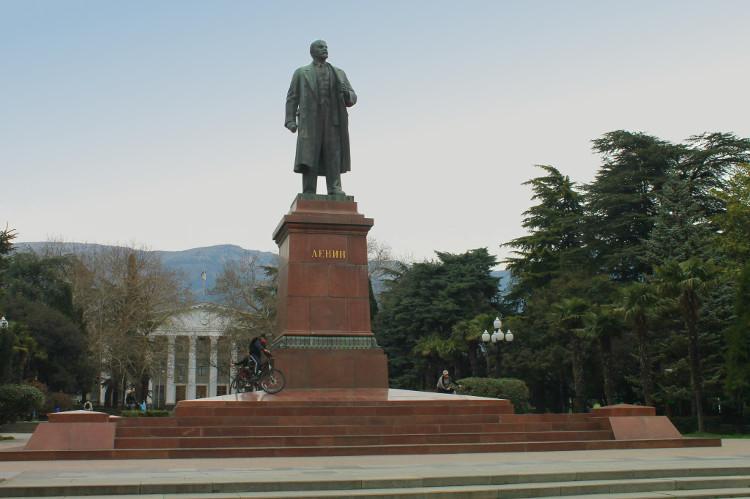 pomnik-w-jalcie