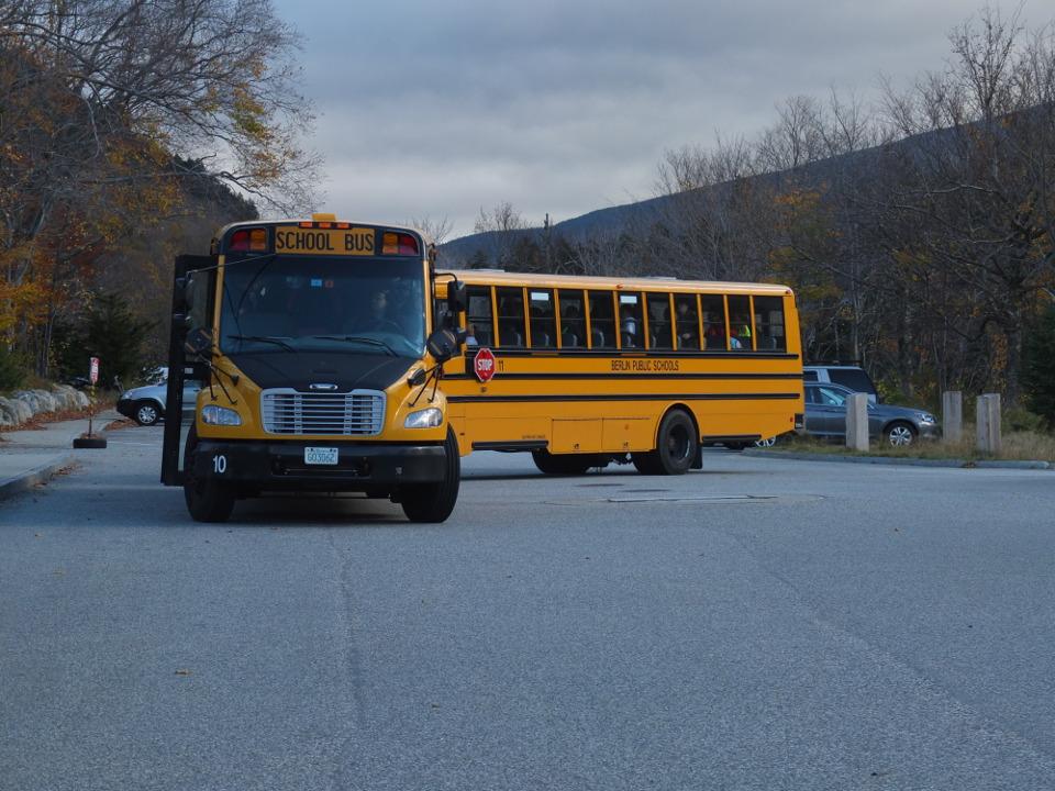 Żółty amerykański autobus