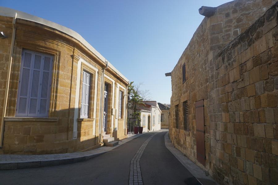 Spokojna, pusta uliczka